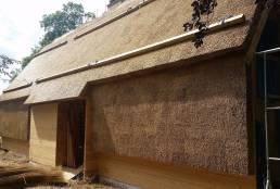 Åndbare hus med tækket væg