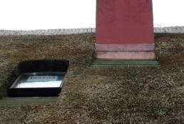 Stråtag med veluxvindue og kobberinddækket skorsten